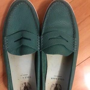 💚cute green fun loafers!!